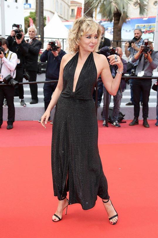 Valeria Golino se také prošla po červeném koberci v Cannes.