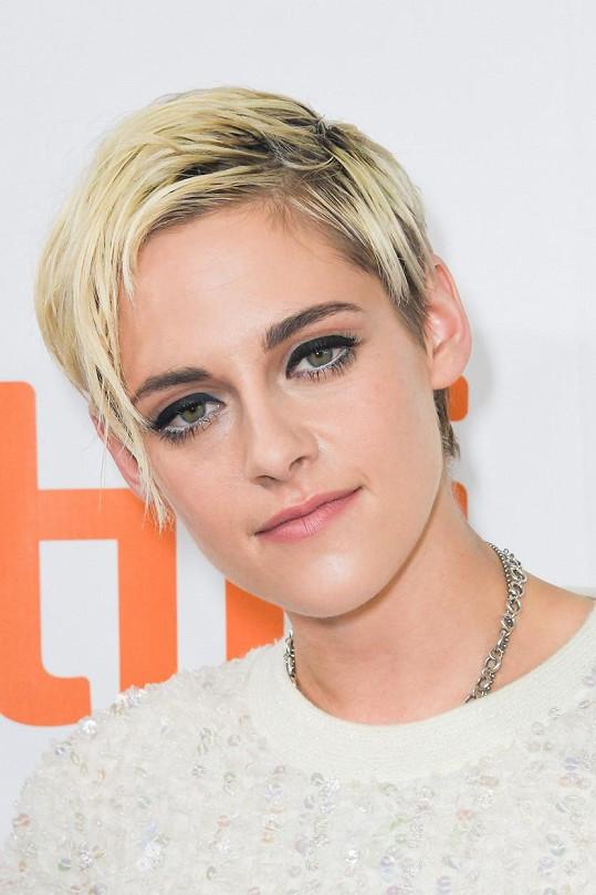 Kritizovali hlavně to, že Kristen není Britka.