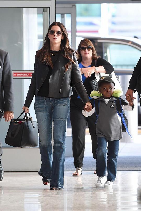 Herečka před pěti lety adoptovala syna Louise.