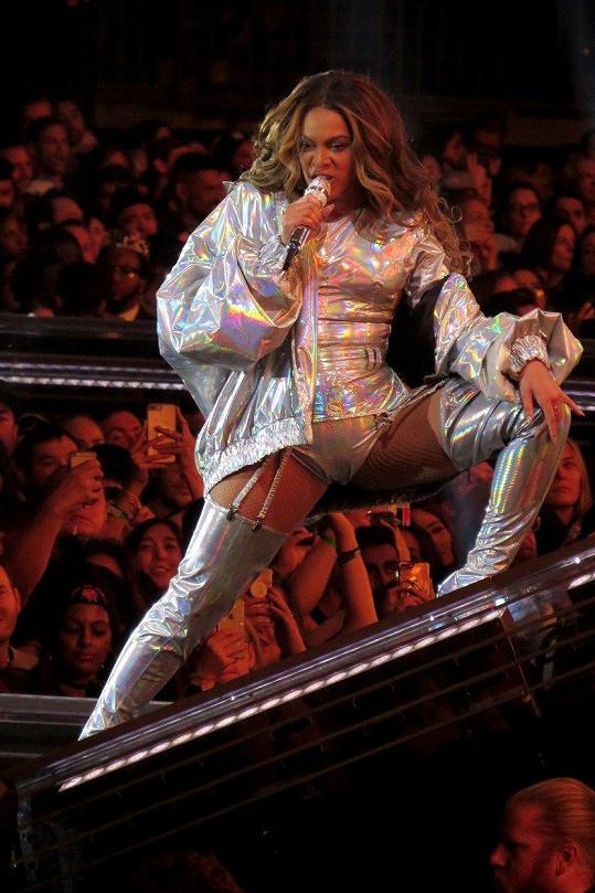 Beyoncé vždy předvádí perfektní show.