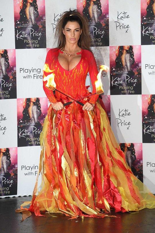 Katie Price se inspirovala ohnivým živlem.