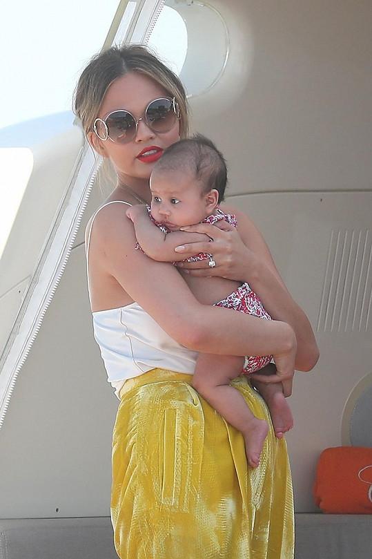Roztomilá Luna s maminkou Chrissy Teigen