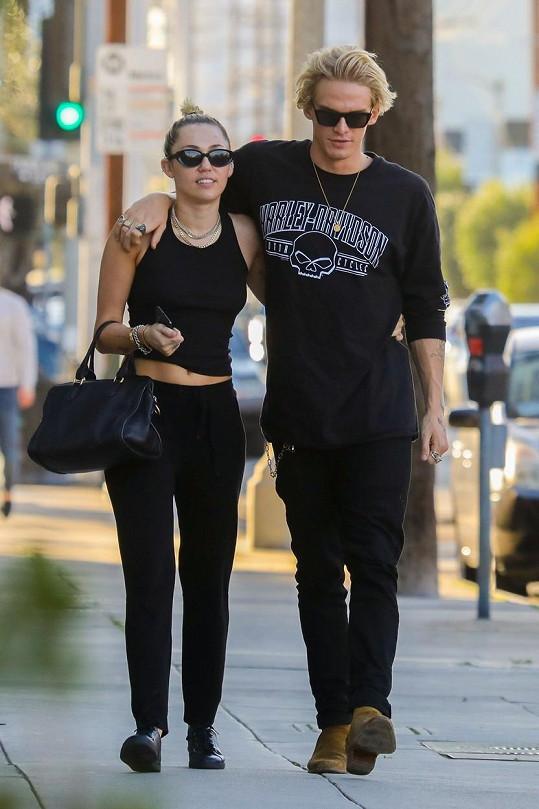 Miley a Cody tráví karanténu společně.