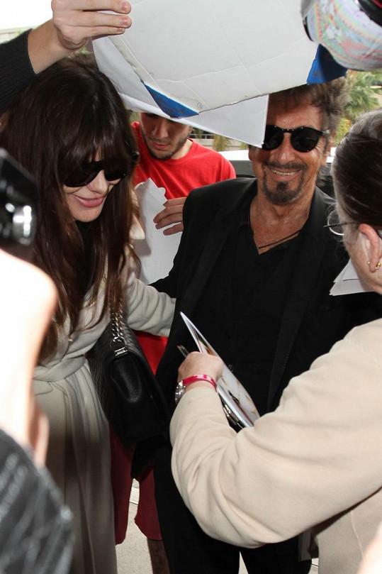 Méně známá argentinská herečka si na poprask okolo partnera už zvykla.