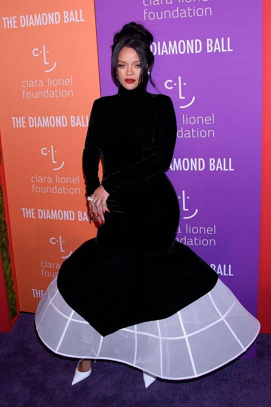 Rihanna se výběrem garderóby držela trochu při zemi.
