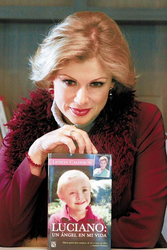O zkušenostech s výchovou staršího chlapce, který trpí Downovým syndromem, napsala knihu.