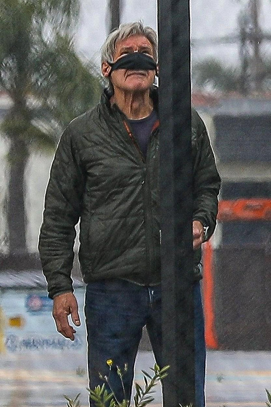 Harrison Ford nosí roušku jinak.