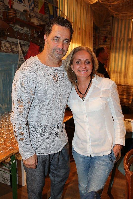 Martin Dejdar má starší sestru Vendulu, která vystudovala práva.