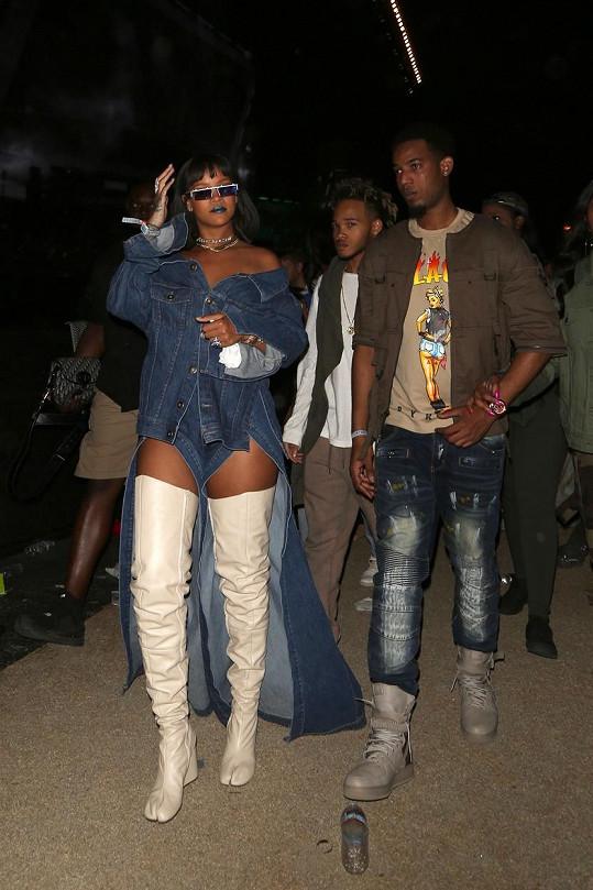 Hudební festival Coachella navštívila jako host i zpěvačka Rihanna (29).