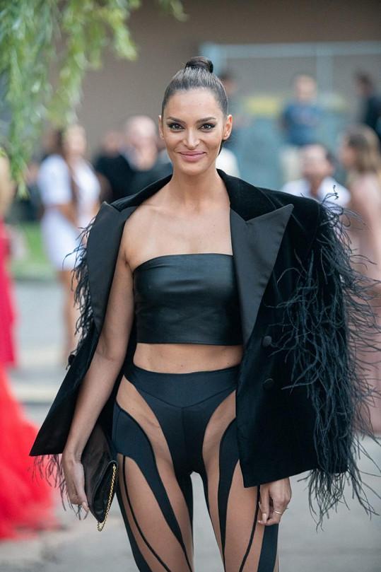 Vítězka z roku 2007 oblékla nejodvážnější model večera.