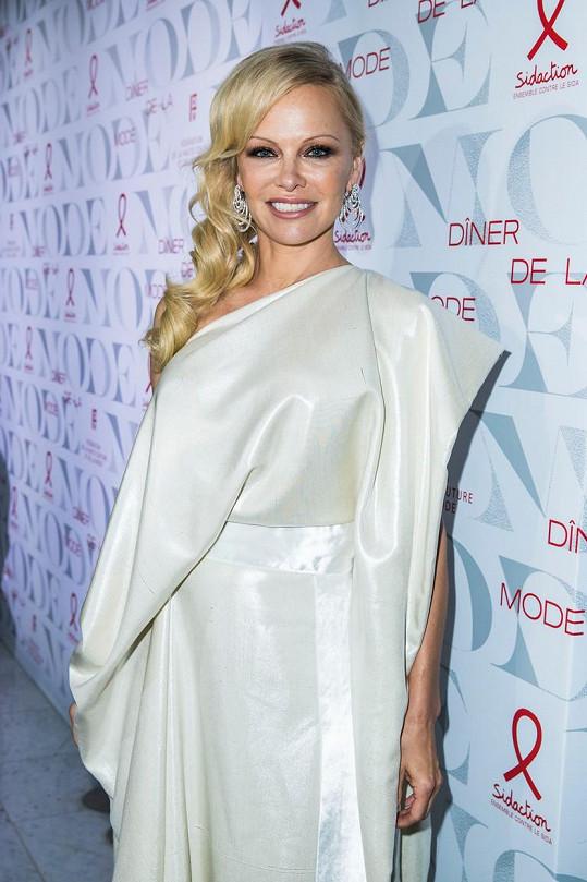 Pamela Anderson se odstěhovala do kanadského Vancouveru za svým manželem Danem.