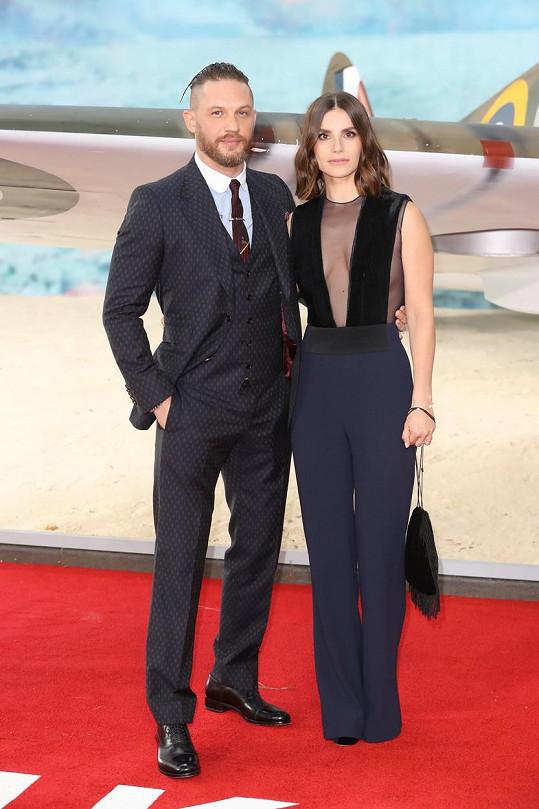 Tom Hardy s manželkou Charlotte Riley na premiéře filmu Dunkerk