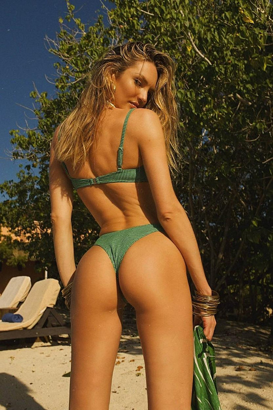 Sama sobě je modelkou, často se ukazuje v plavkách vlastní značky.