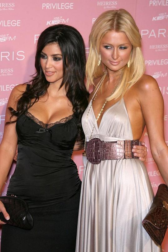 Právě Paris uvedla Kim v roce 2006 do světa celebrit...