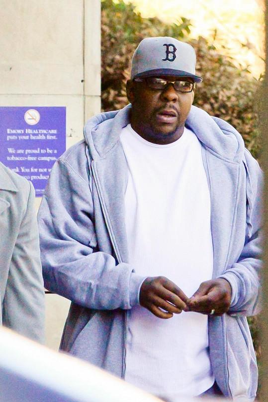 Zdrcený Bobby Brown tráví nyní téměř veškerý čas u dcery v nemocnici.