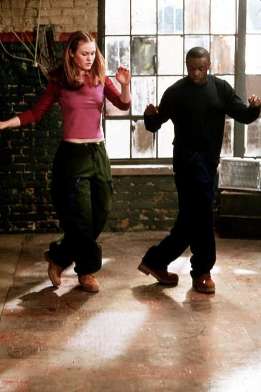 Julia Stiles a Sean Patrick Thomas v ikonických rolích Sary a Dereka