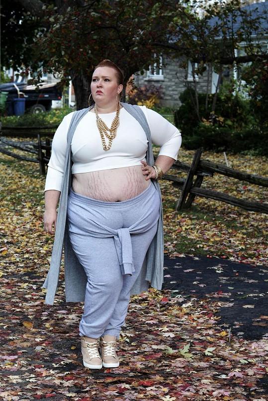 Ani obézní ženy se prý nemusejí vzdávat módních trendů.