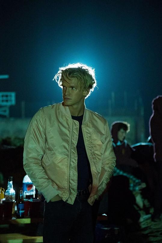Fanoušci ho znají hlavně jako herce a zpěváka, Simpson je také úspěšným plavcem. Foto z filmu Smiley Face Killers.