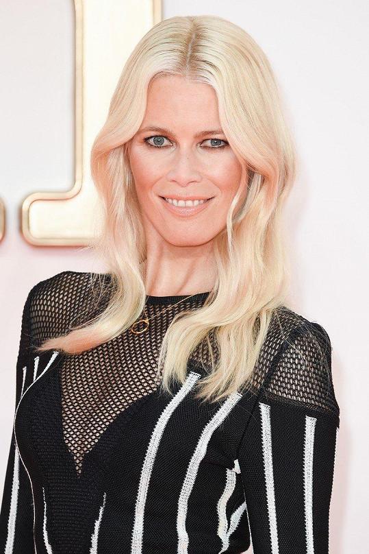 Bývalá topmodelka Claudia Schiffer se objevila na londýnské premiéře filmu Kingsman: Zlatý kruh.