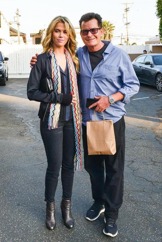 Charlie Sheen představil svou novou lásku Jools.