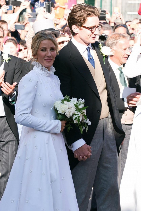 Ellie Goulding se vdala za Caspara Joplinga.