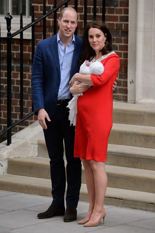 Princ William s manželkou Kate s novorozeným Louisem