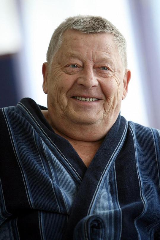 Jiří Holý byl v rolích záporáků vynikající. Herec se dožil 86 let.