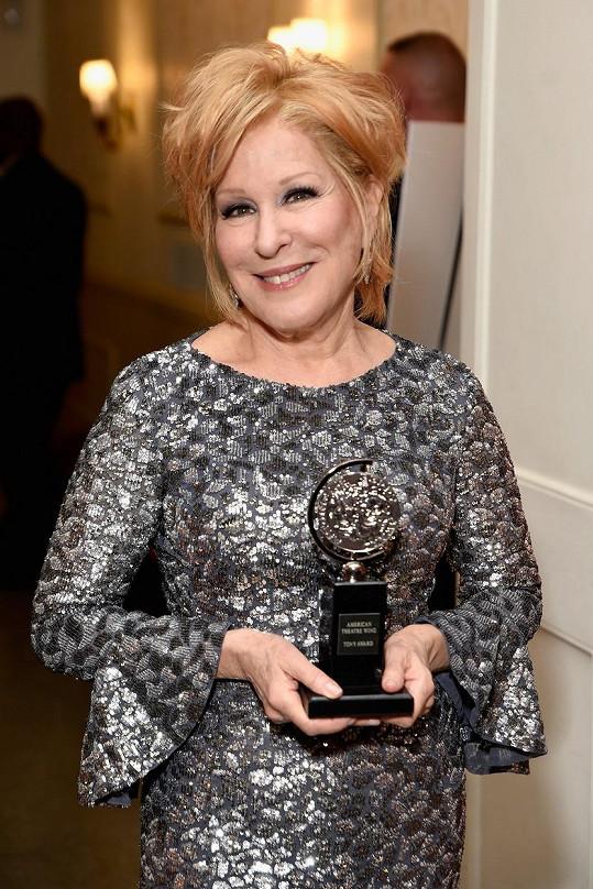 Bette se v 71 letech dočkala ceny Tony.