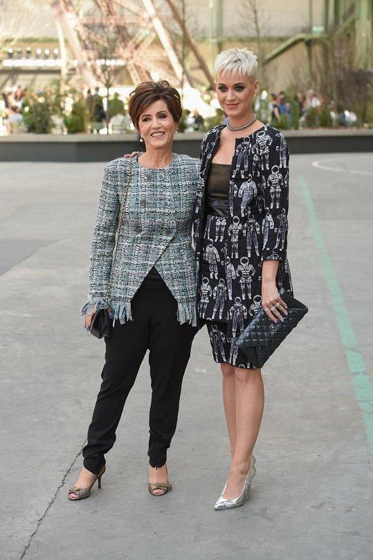 Perry s matkou Mary Hudson