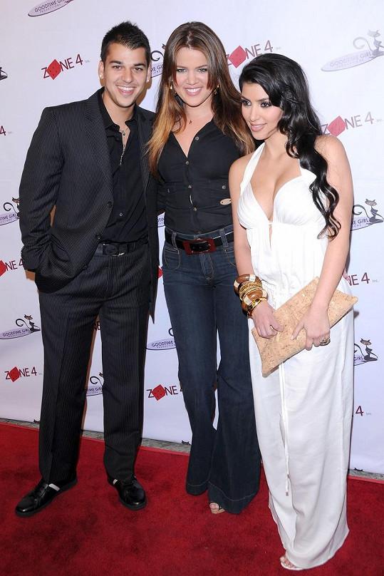 A takový to býval fešák... Na snímku se sestrami Kim a Khloé z roku 2008.