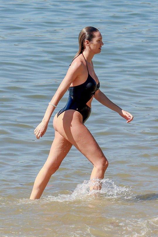 Někteří lidé modelku kritizovali kvůli vypouklému břichu.