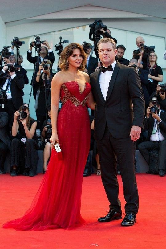 Matt Damon s manželkou na zahájení filmového festivalu v Benátkách.