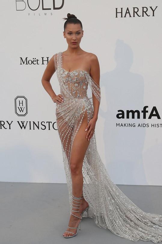 Bella Hadid opět své fanoušky v Cannes nezklamala.