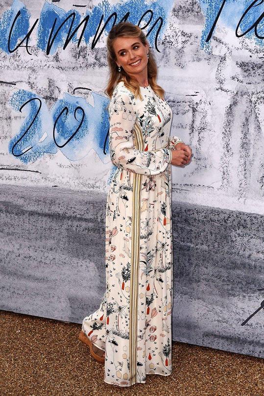Modelka na každoroční letní party londýnské galerie Serpentine
