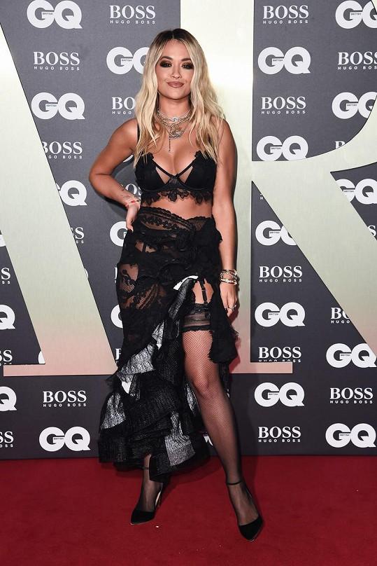 Rita Ora byla s přehledem nejodhalenější dámou večera.