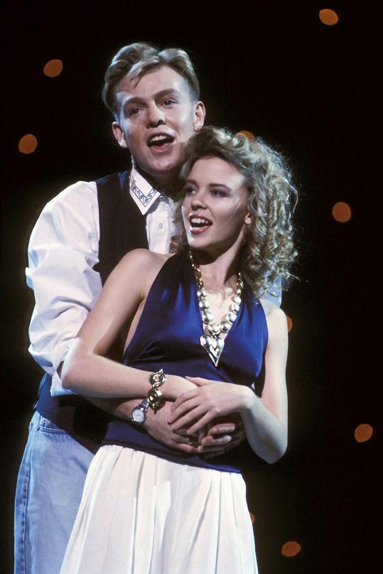 Kylie Minogue a Jason Donovan spolu nazpívali píseň Especially For You.