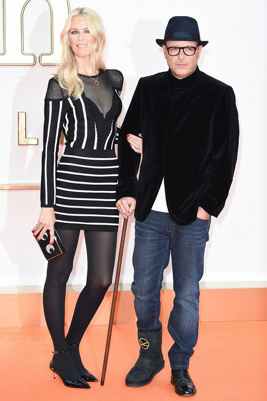 Jejím manželem je režisér filmu Matthew Vaughn, který měl na premiéře pochroumanou nohu.