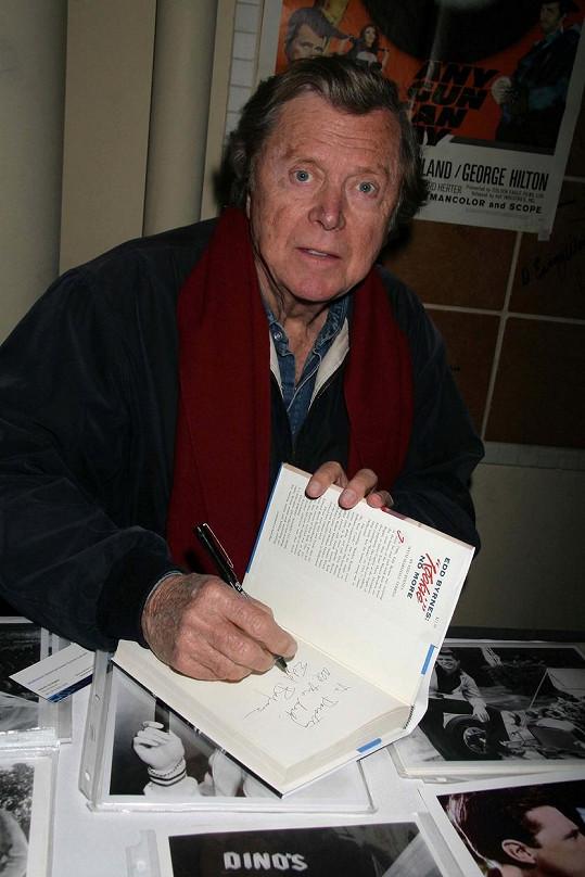 Edd Byrnes zemřel za přirozených okolností ve věku 87 let.
