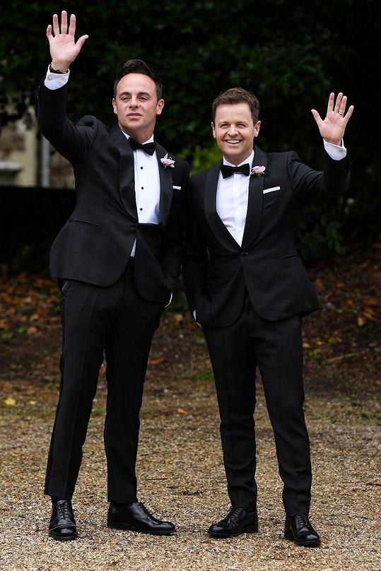 Na svatbě nechyběl Antův věrný moderátorský kolega Dec Donnelly.