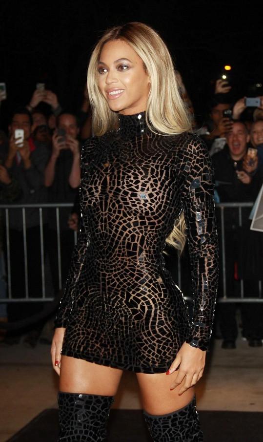 Beyoncé na promítání dokumentárního filmu o své osobě.