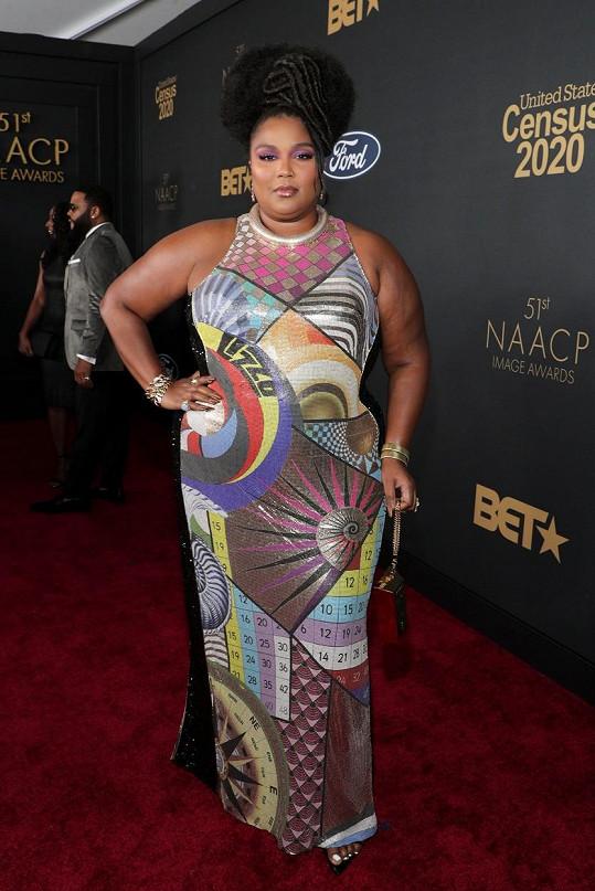 Držitelka tří cen Grammy se ovšem umí obléknout i vkusně.
