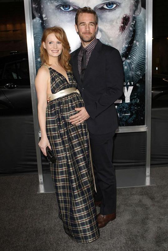 James Van Der Beek s manželkou prožívají náročné období.