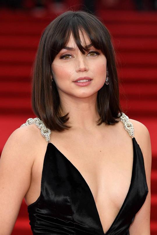 Kubánská herečka je velmi krásná.