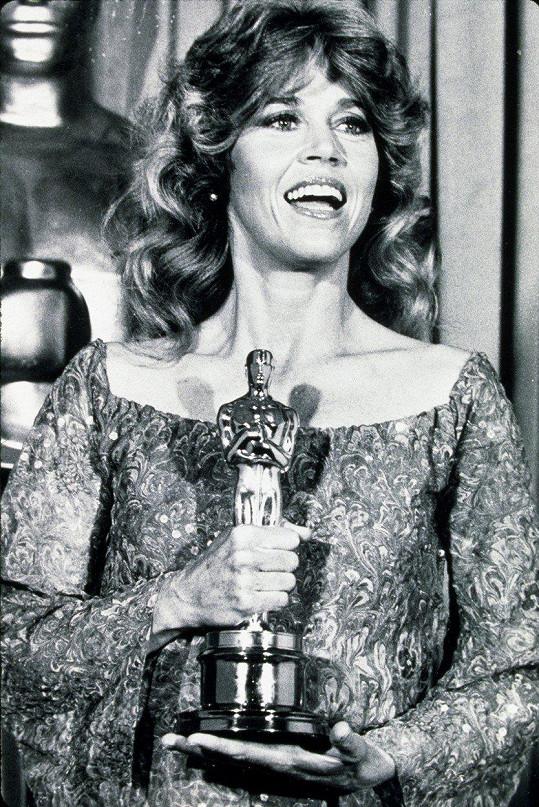 V roce 1972 převzala Oscara za film Klute.
