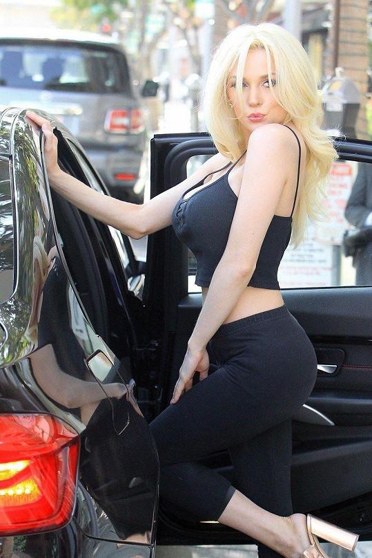 Blond hříva pro ni byla charakteristická.
