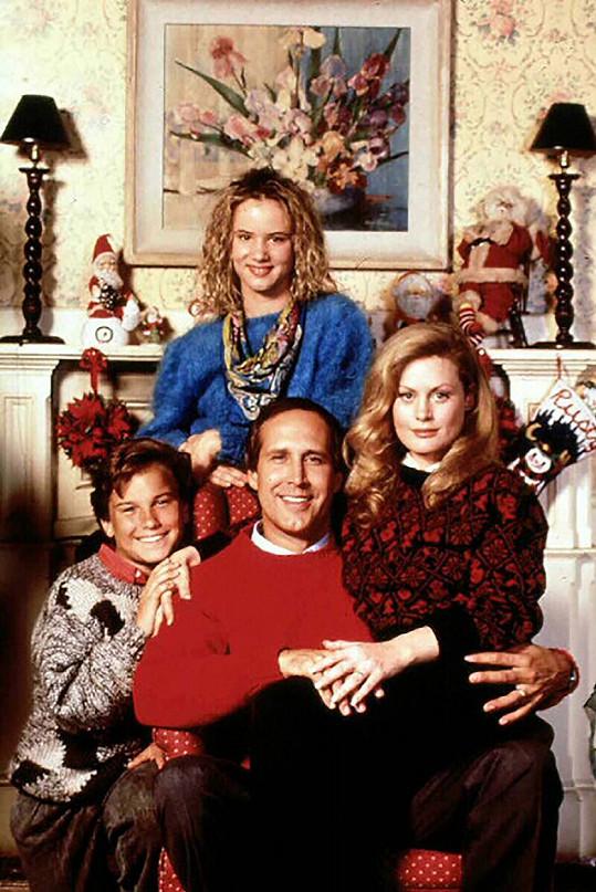 Ze snímku Vánoční prázdniny. Děti D'Angelo a Chasemu hráli Juliette Lewis a tehdy čtrnáctiletý Johnny Galecki.