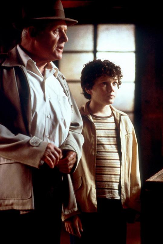 Anton Yelchin s Anthonym Hopkinsem ve filmu Srdce v Atlantidě (2001)