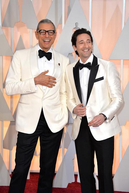Celkem šest mužů zvolilo na takto významnou příležitost White Tie, tedy bílé smokinkové sako. Za fešáky byli Benedict Cumberbatch, Davit Burtka, Kevin Hard a Eddie Murphy. Byli mezi nimi i Jeff Goldblum a Adrien Brody z filmu Grandhotel Budapešť.