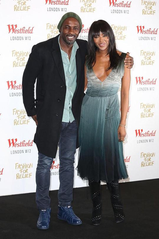 Idris a Naomi jsou přátelé už od roku 2014, teď jejich vztah dospěl do další fáze.