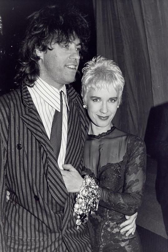 Paula Yates s Bobem Geldofem, kterého podváděla s Rupertem a později od něj utekla za Michaelem Hutchencem.